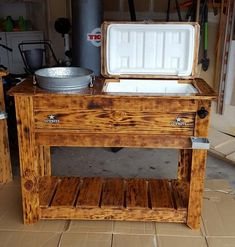 New Fresh And Fabulous Pallet Tips Ideas Recycled Pallets, Wooden Pallets, Recycled Wood, Pallet Boxes, Pallet Ideas, Pallet Chairs, Wooden Dog House, Palette Projects, Wooden Plane
