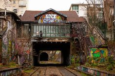 #abandoned #train #control #room ! #poste de #contrôle #abandonné ! #petiteceinture #Paris #city #France #ville #railroad #art #streetart #urbex #graffiti #colors #colored #couleurs #canon📷 #5dmk2 #24mm70mm #StraigtOfLR #adobe #lightroom #photohraphy