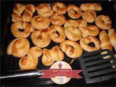 Easter cookies Greek Cooking, Easter Cookies, Shrimp, Pineapple, Sweets, Snacks, Meat, Fruit, Food