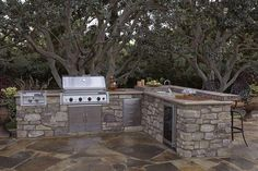 Thanks to companies like Eldorado Stone, outdoor kitchen kits are making it easier for homeowners to enjoy cooking and dining outdoors. Outdoor Kitchen Kits, Modular Outdoor Kitchens, Outdoor Kitchen Countertops, Backyard Kitchen, Outdoor Kitchen Design, Outdoor Spaces, Outdoor Living, Indoor Outdoor, Corian Countertops