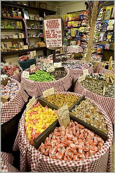 Greenville-over 500 old fashioned candies