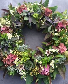 Deko mit Naturmaterialien Kate Robinson Flowers - summery wreath If you have been in Spring Door Wreaths, Xmas Wreaths, Summer Wreath, Wreaths For Front Door, Christmas Decorations, Flower Garlands, Diy Flowers, Wedding Flowers, Bouquet Flowers
