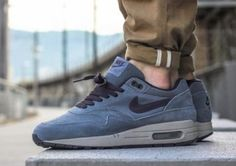 Nike Air Max 1 is one of the most well known (maybe even thé most known) shoe brand, or shoe brand edition, there is on this world. Nike Air Max Mens, Nike Air Max For Women, Nike Women, Best Sneakers, Air Max Sneakers, Sneakers Nike, Nike Trainers, Air Max 1s, Swag Shoes