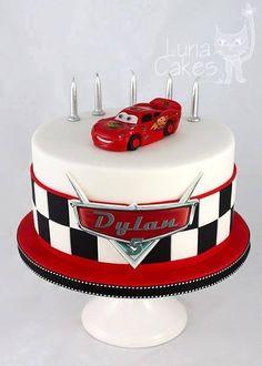 magnifique gâteau cars                                                                                                                                                      Más