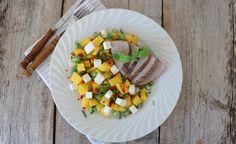 Svin med mango- og fetasalat | lindastuhaug | Du trenger, 2 porsjoner 500 g indrefilêt av svin 200 g fetaost, classic 1 stor, moden mango 2 stk vårløk 1/2 chili salt og pepper