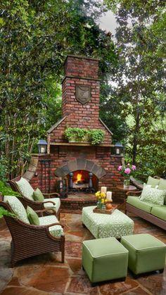 Outdoor fireplace and living space Backyard Retreat, Backyard Patio, Backyard Seating, Pergola Garden, Flagstone Patio, Outdoor Retreat, Backyard Landscaping, Landscaping Ideas, Patio Ideas