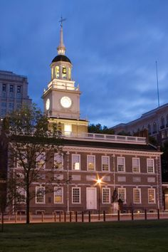 Independence Hall Walk-Up Tickets are available for free on the morning of your visit at the Independence Visitor Center at 6th and Market Street starting at 8:30 AM. The first tour starts at 9:00AM.