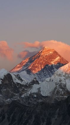 Mountains In Nepal, Mt Everest (8.848 m) The highest mountain in the world.