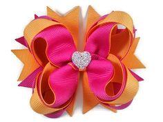 Arco del pelo de rosa y crema naranja Boutique con corazón