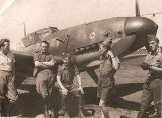 Puma pilots somewhere in Russia. Ww2 Aircraft, Fighter Aircraft, Military Aircraft, Me262, Ww2 Pictures, Ww2 History, Ww2 Planes, Aviators, Luftwaffe