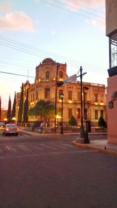 Museo el aguacate Vacations, Birth, Street View, Victoria, Mansions, House Styles, Places, Avocado, Museums
