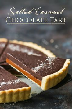 Chocolate Tart: Just like a grown up Twix bar! Buttery cookie crust, rich caramel, and silky chocolate ganache. Caramel Chocolate Tart: Just like a grown up Twix bar! Buttery cookie crust, rich caramel, and silky chocolate ganache. Salted Caramel Chocolate Tart, Caramel Ganache, Chocolate Ganache Tart, Chocolate Pies, Chocolate Caramels, Homemade Chocolate, Chocolate Recipes, Caramel Bars, Desserts Caramel