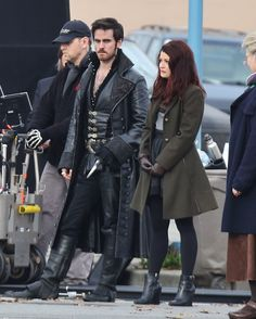Colin O'Donoghue & Emilie De Ravin on the set of 'Once Upon a Time' - Colin doesn't look too happy lol Captain Swan, Captain Hook, Fashion Tv, Fashion Beauty, Womens Fashion, Belle Outfit, Teacher Wear, Once Up A Time, Emilie De Ravin