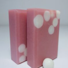 Morrocan Rose CP Soap - Mirle Seifen - www. Diy Soaps, Homemade Soaps, Bath Soap, Bath Salts, Soap Packaging, Lotions, Bath Bombs, Soap Making, Scrubs