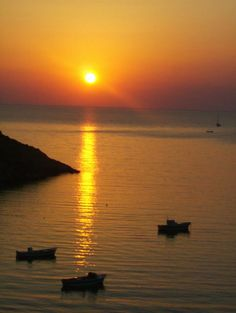 Sunset in Sifnos island, Greece Costa, Pool Bar, Yoga Retreat, Greek Islands, Nature Scenes, Beautiful Landscapes, Nature Photography, Beautiful Places, Sunsets