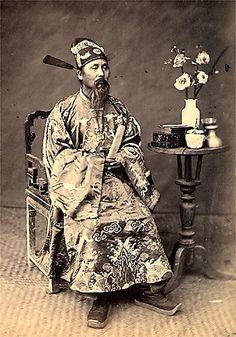 Un mandarin Empire du Viêt Nam (1802-1945).