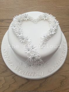 Gorgeous silver wedding anniversary cake decorated with simple white and silver daisies. wedding cakes cakes elegant cakes rustic cakes simple cakes unique cakes with flowers 25th Wedding Anniversary Cakes, Silver Anniversary, Diamond Anniversary Cake, Anniversary Surprise, Beautiful Wedding Cakes, Beautiful Cakes, Diamond Wedding Cakes, Silver Wedding Cakes, Cake Wedding