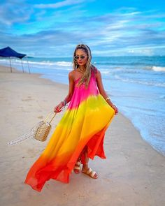 Thássia Naves (@thassianaves) • Fotos e vídeos do Instagram Summer Looks, Foto E Video, High Low, Cover Up, Formal Dresses, Strapless Dress Formal, Beach, Instagram, Ootd