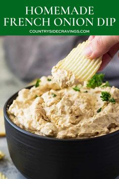 Don't buy that store bought dip again but make this homemade french onion dip instead! It tastes way better and you can pronounce all the ingredients! Appetizer Dips, Appetizer Recipes, Dip Recipes, Cooking Recipes, Easy Recipes, Homemade French Onion Dip, Party Dishes, Queso, Holiday Recipes