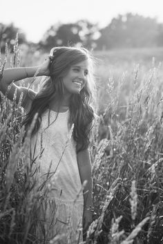 Black & white - this is a really good senior pic idea