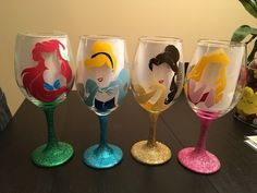 Add Hershey kisses and candy for cheap prizes Disney Cups, Disney Diy, Disney Crafts, Glitter Glasses, Glitter Wine, Diy Glasses, Glitter Cups, Decorated Wine Glasses, Painted Wine Glasses