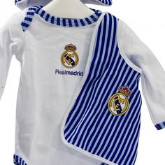 Cesta Real Madrid 3 - Viste a tu bebé con los colores del Real Madrid junto con esta canastilla para bebé del Real Madrid y con productos de licencia Oficial - Envíos a Toda España