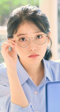 Generally speaking, what is makeup ? Korean Star, Korean Girl, Snsd Yuri, World's Cutest Girl, What Is Makeup, Pretty Asian, Iu Fashion, Jennie Blackpink, Beautiful People