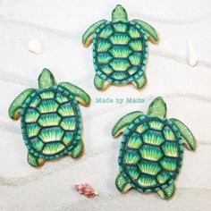 I had no idea how I was going to decorate these little turtles when I baked…