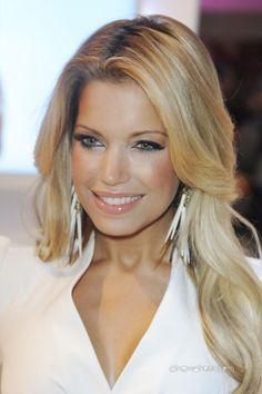 sylvie van der vaart #earrings, hair