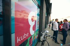 Foto's van de #kloutparty van de #SocialMedia Club Antwerpen in de #Kube8 door www.lookit.be