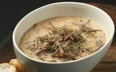 Tel tel ayrılmış kuzu gerdan eti ve terbiye karışımının kullanıldığı, et suyuna hazırlanan besleyici bir çorba tarifi düğün çorbası.