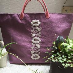 友人へのプレゼント なかなか使い勝手よし‼️#刺繍#刺繍手提げ#手提げバッグ #リネンバッグ #hapiness #ホワイトデー #手作りばっく #パープル#樋口愉美子 #布バッグ #embroidery #clothbags #linenbag #purplebag #便利アイテム