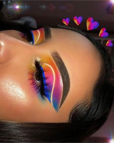 Colorful eyeshadow with blue eyeliner and cut crease Makeup Eye Looks, Creative Makeup Looks, Cute Makeup, Pretty Makeup, Skin Makeup, Eyeshadow Makeup, Eyeshadows, Face Makeup Art, Cut Crease Eyeshadow