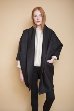 Form meets function in theXiong Coat from Reality Studios. This O-shaped coat hugs the body for a cocoon fit that is both cosy and interesting. Features dra...