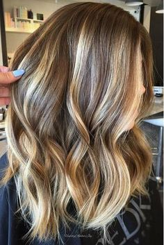 Gorgeous Brown Hairstyles with Blonde Highlights: Medium Brown Hair with Blonde Highlights