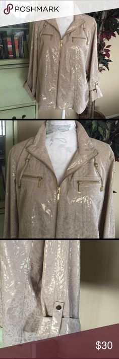 25% off bundles 🌸 Chicos zip up jacket Zenergy by chicos. Very pretty gold patina chicos Jackets & Coats
