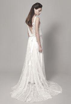 CHRISTOPHE-ALEXANDRE DOCQUIN ROBES DE MARIEE CREATEUR SUR MESURE A PARIS COLLECTION 2014 de robes de mariée : un modèle en dentelle brodée