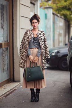 Image via: Carolines Mode | StockholmStreetStyle    Ankle length skirt in #neutral