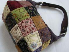 도시락? 가방이라 불리웠던...-세번째,네번째,다섯번째 : 네이버 블로그 Japanese Patchwork, Messenger Bag, Diy And Crafts, Projects To Try, Patches, Pouch, Backpacks, Throw Pillows, Quilts