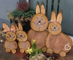 Po čistení záhrady konáre nespálili, ale narezali ich a dali vysušiť do r… After cleaning the garden, the branches were not burned, but they were cut and dried in the oven: This Easter idea now admires the whole street! Wood Log Crafts, Wood Slice Crafts, Easter Crafts, Holiday Crafts, Diy And Crafts, Crafts For Kids, Diy Ostern, Wood Creations, Wood Slices