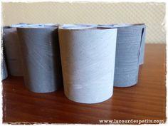 Bricolage en rouleaux de papier toilette #5 : un calendrier de l'avent |La cour des petits Wraps, Advent Calendar, Bricolage Noel, Yard, Toilets, Children