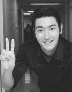 Choi Siwon  So Handsome in Black :)