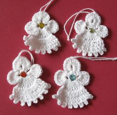 Set of four handcrocheted 2inch angels van SnowflakeMotifs op Etsy