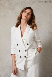 Off White Blazer, Velvet Shop, Full Look, Double Breasted Blazer, Wide Leg Trousers, Personal Style, Clothes For Women, Shawl, Model
