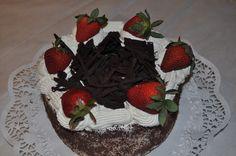 Frutillas, chocolate y crema Chocolate, Cake, Desserts, Food, Fruit, Products, Pie Cake, Tailgate Desserts, Pie