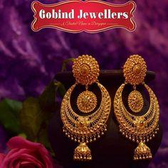 Gold Jhumka Earrings, Gold Bridal Earrings, Gold Earrings Designs, Gold Jewellery Design, Bridal Jewelry, Gold Rings Jewelry, Gold Jewelry Simple, Marriage Jewellery, Bangles