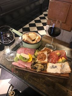 """Friday feels 🦋 ready for summer"" Think Food, I Love Food, Good Food, Yummy Food, Food Porn, Brunch, Food Platters, Food Goals, Food Is Fuel"
