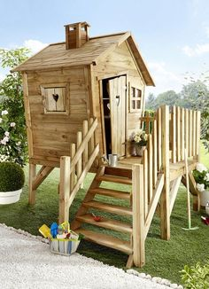 "Kinderspielhaus aus Kiefernholz Turn your garden into a fairytale paradise and create an adventure land for your kids with this wonderful ""Hansel and Gretel"" pine play house."