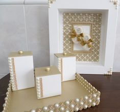 Diy Crafts And Hobbies, Diy And Crafts, Wedding Hamper, Box Wedding Invitations, Baby Deco, Painted Jewelry Boxes, Baby Kit, Diy Box, Cute Crafts
