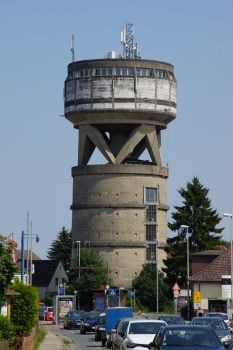 Photo and image gallery for the project 'Misburg Water Tower' Industrial Architecture, Interior Architecture, Dazzle Camouflage, Industrial Photography, Building Art, Amazing Buildings, Water Tank, Lighthouse, Around The Worlds